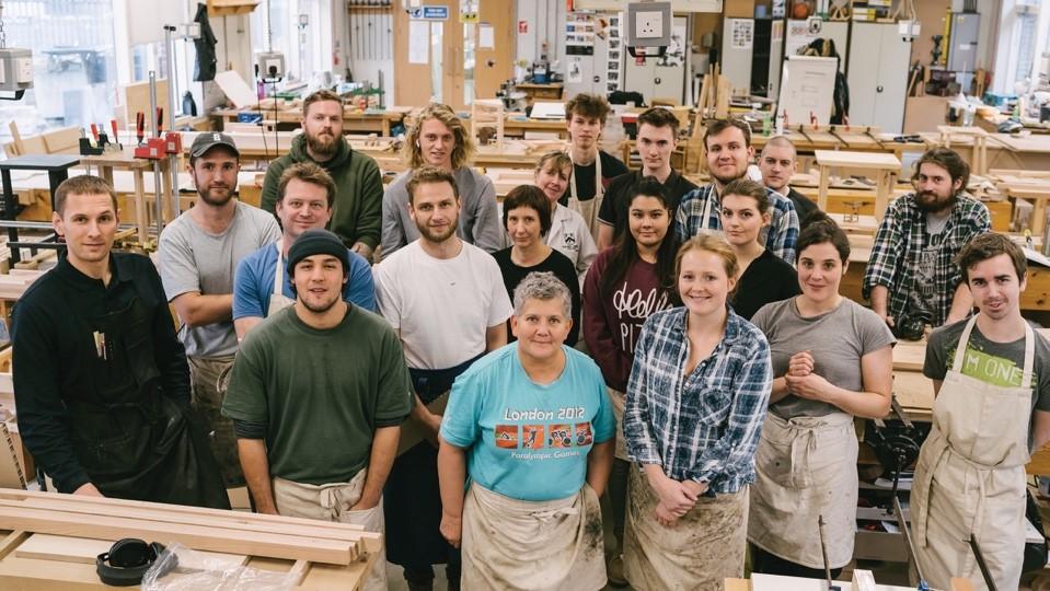 Grazie a AHEC gli studenti del Building Crafts College sperimentano la quercia rossa americana