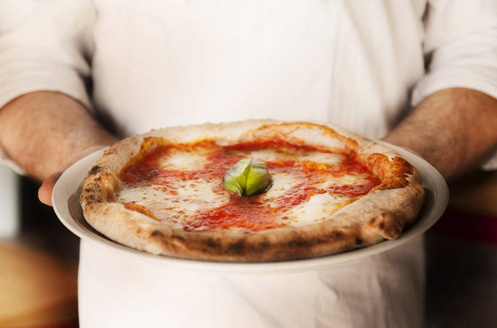 GLI ITALIANI E LA PIZZA:  UNA PASSIONE CHE CRESCE IN QUALITÁ E QUANTITÁ