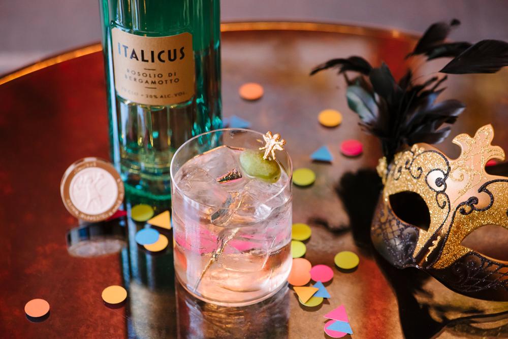 Rugantino si trasforma nel cocktail di Carnevale con Italicus, rosolio di bergamotto