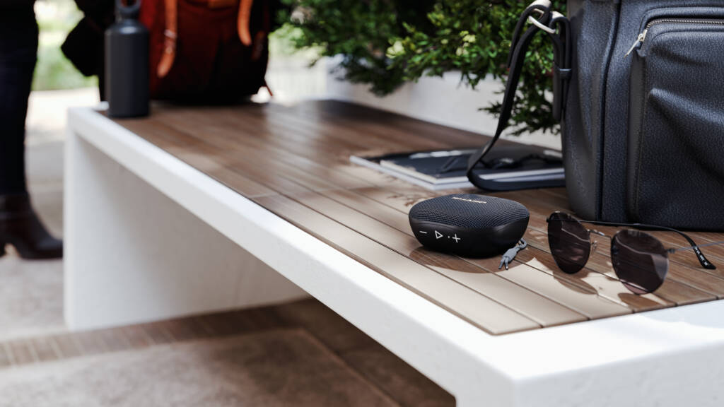 SHARP accende l'estate con il nuovo bluetooth speaker portatile GX-BT60