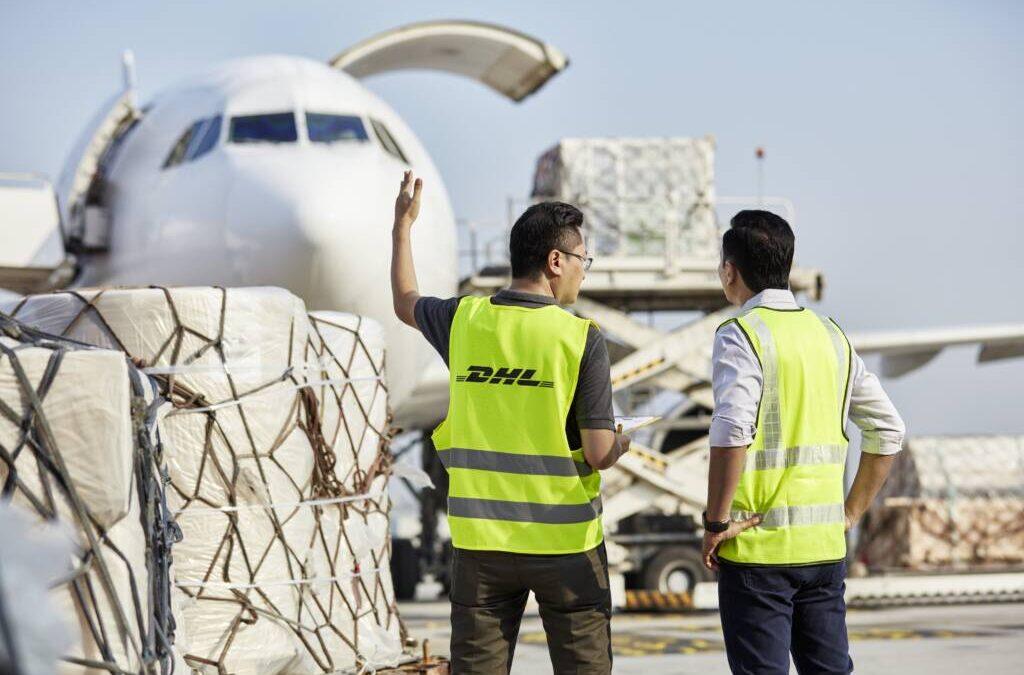Carburante sostenibile per l'aviazione:  DHL Global Forwarding mira a ridurre a zero  le emissioni del trasporto aereo